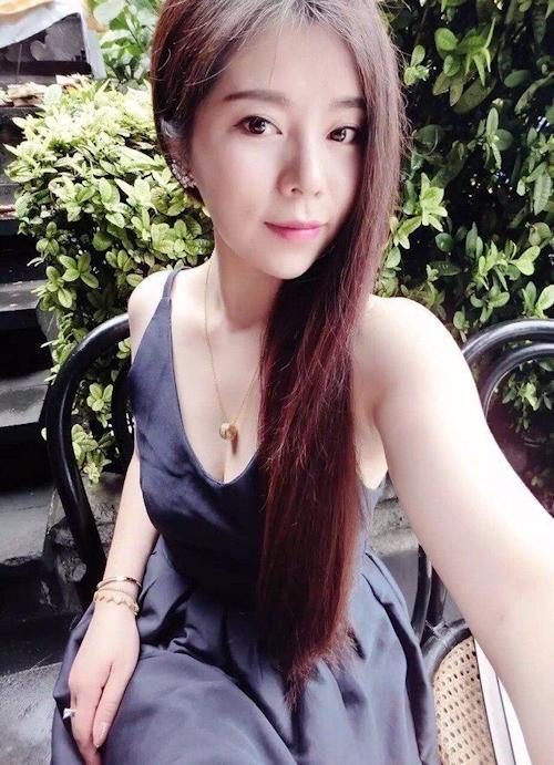 きれいなお姉さん系アジアン美女の自分撮りヌード画像 1