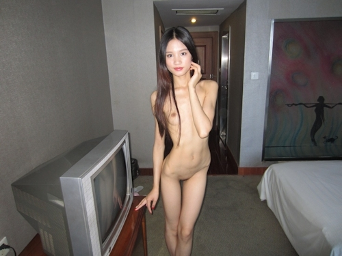 ガリガリスレンダーな清楚系美女をホテルで撮影したヌード画像 4