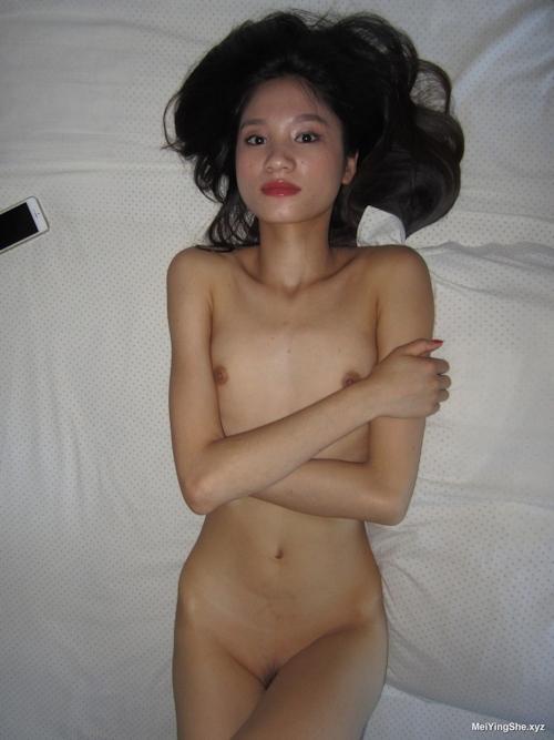 ガリガリスレンダーな清楚系美女をホテルで撮影したヌード画像 10