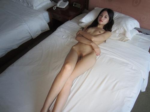 ガリガリスレンダーな清楚系美女をホテルで撮影したヌード画像 11
