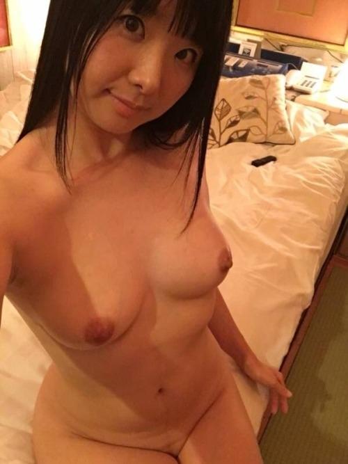 黒髪のロリ系美少女の自分撮りヌード画像 9