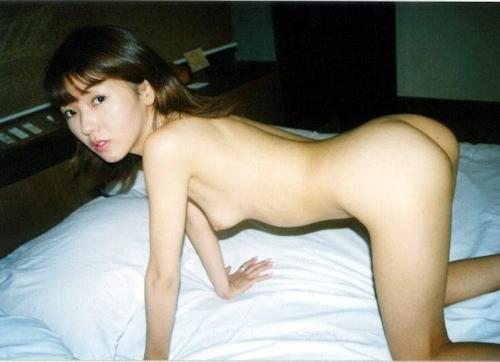 お嬢様系素人美女をホテルで撮影したヌード画像 2