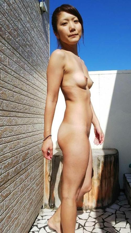 小ぶりなかわいいおっぱいのギャル系素人美女のヌード&セックス画像 1