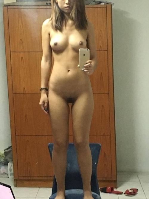 アジア系素人美女がiPhoneで自分撮りしたヌード画像 6