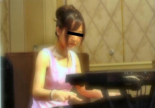 剛毛マ○コな清楚系美人ピアニストの流出ヌード画像 1