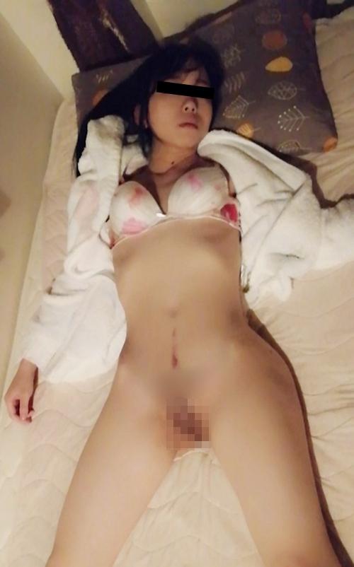 Aカップ微乳な26歳美人若妻の流出ヌード画像 9