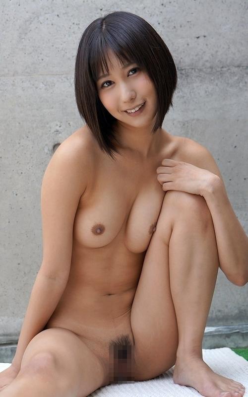 美乳&美マンなボブカット美女のヌード画像 2