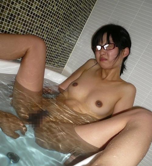 地味なメガネ美少女のハメ撮り画像 10