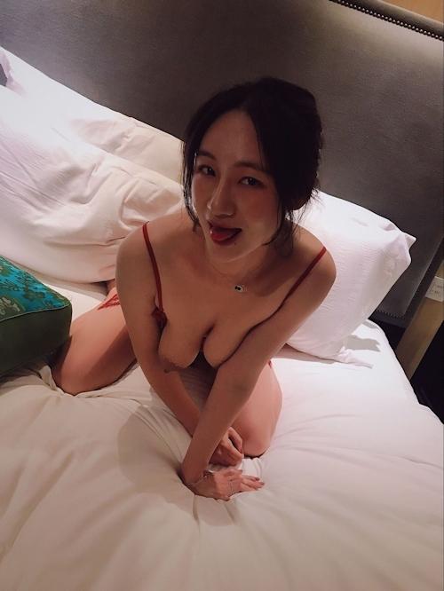 モデル系美女とホテルに行ったらデカ乳輪のどエロおっぱいだった画像 3