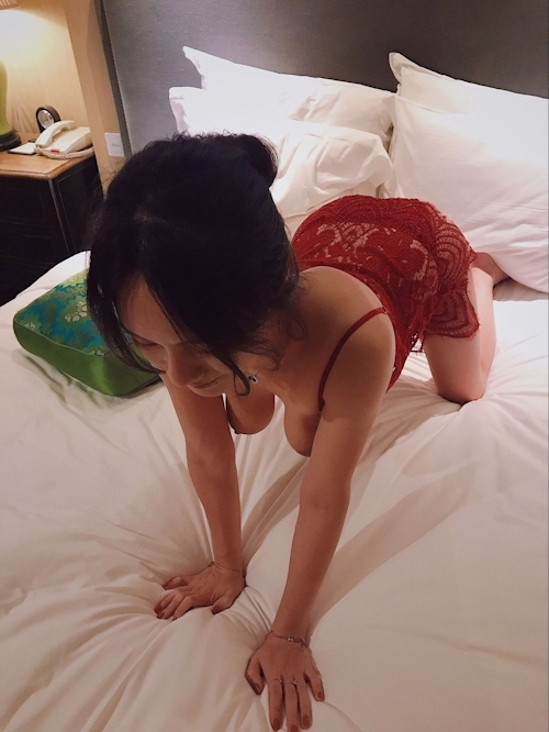 モデル系美女とホテルに行ったらデカ乳輪のどエロおっぱいだった画像 4