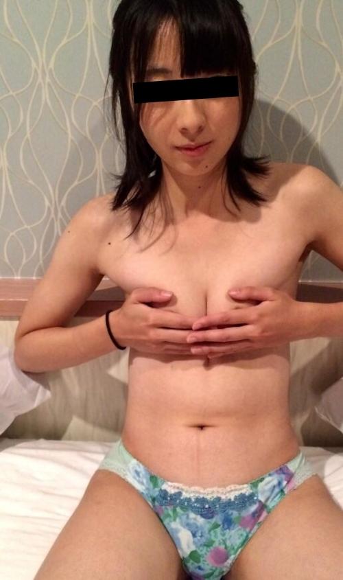 スレンダーな素人美女の流出ヌード画像 5