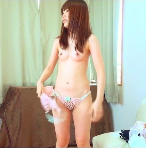 ちっぱい素人美女の下着撮影の様子の画像 7