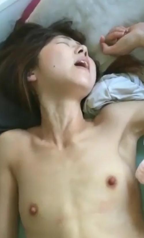 貧乳な素人美女のハメ撮り画像 1