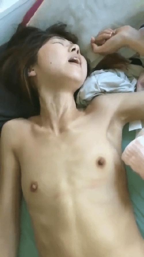 貧乳な素人美女のハメ撮り画像 7
