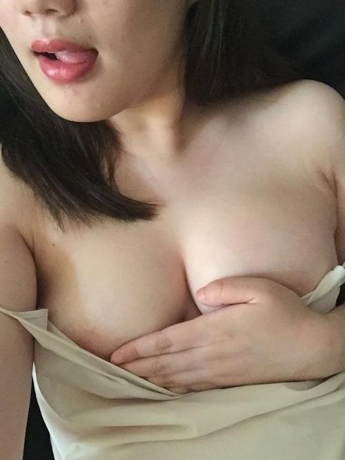 巨乳な素人美女の自分撮りヌード画像 8