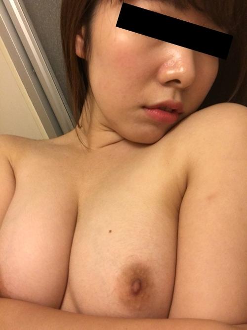 美乳な女子大生の自分撮りヌード画像 9