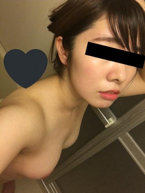 美乳な女子大生の自分撮りヌード画像 14