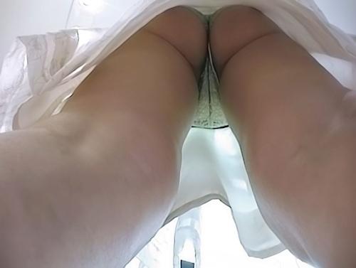 アパレルショップの美人店員のスカート内盗撮パンティ画像 12