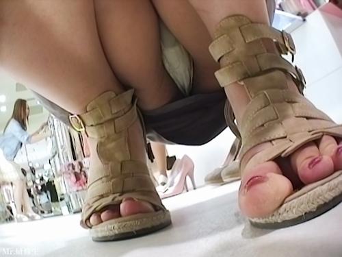 アパレルショップの美人店員のスカート内盗撮パンティ画像2 7