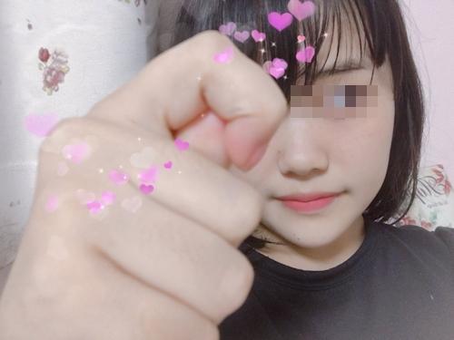 ワキ毛を生やした巨乳美少女の自分撮りヌード画像 2