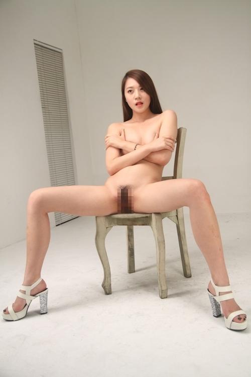 スレンダー微乳な韓国美女モデルのヌード画像 13