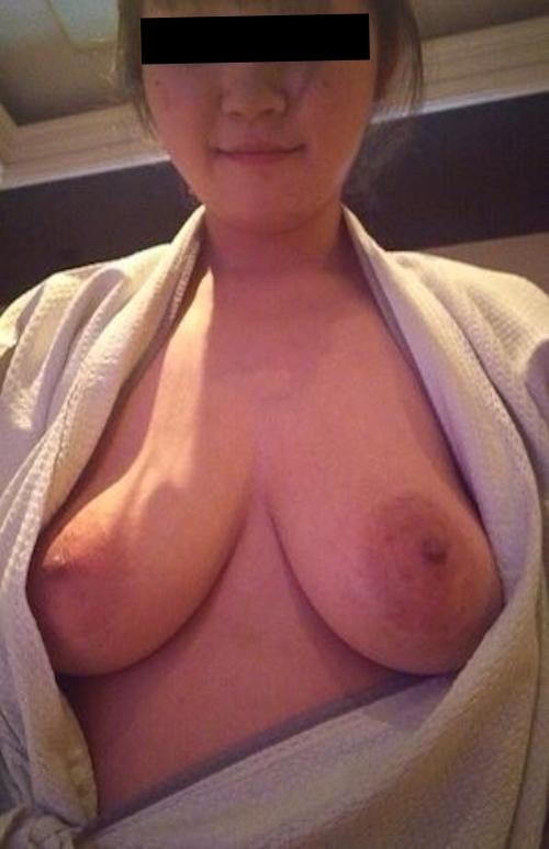 どエロい垂れ乳おっぱいをした素人美女の流出ヌード画像 3