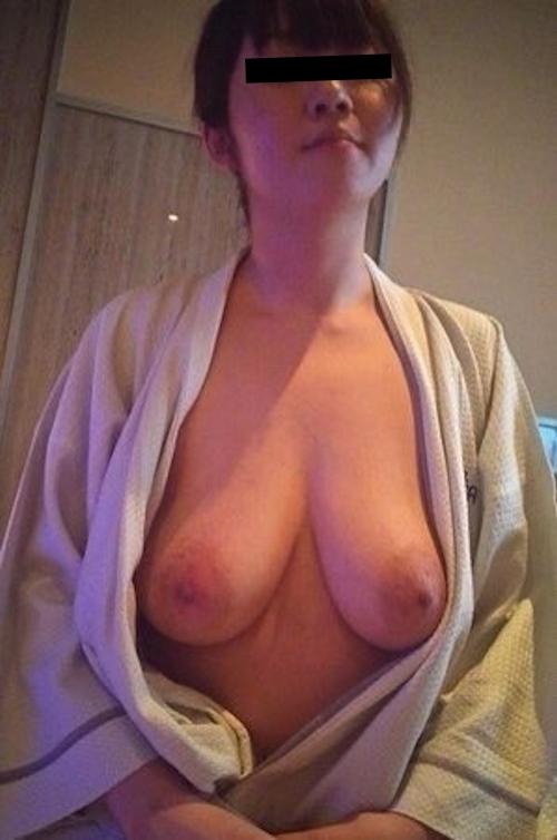 どエロい垂れ乳おっぱいをした素人美女の流出ヌード画像 4