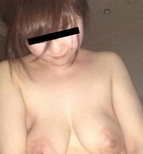 どエロい垂れ乳おっぱいをした素人美女の流出ヌード画像 5