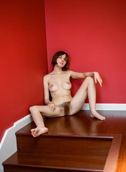 剛毛な美巨乳西洋美女のヌード画像 4