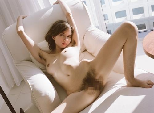 剛毛な美巨乳西洋美女のヌード画像 5