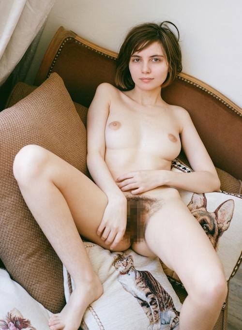 剛毛な美巨乳西洋美女のヌード画像 6