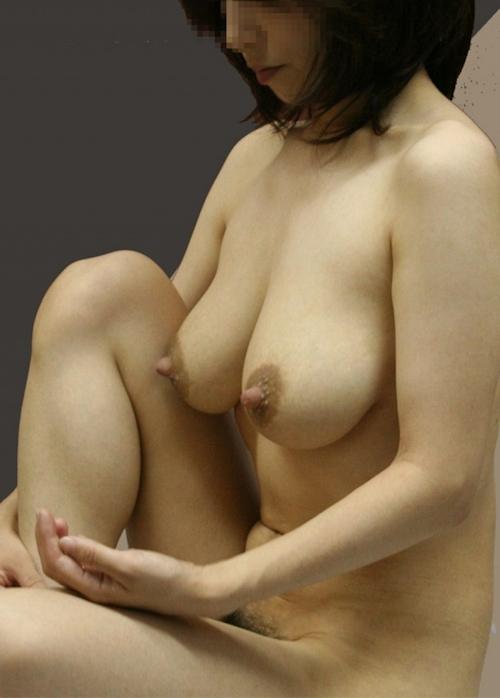 巨乳な熟女の温泉盗撮ヌード画像 8