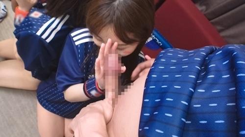 【ワールドカップ観戦ナンパ!】サッカー日本代表、初戦勝利の熱狂にかこつけて、観戦に訪れたモデル級美女サポーター2人に声をかけ、ホテルで美酒に酔い、興奮冷めやらぬまま、激イキ絶頂4P乱交セックス! 10