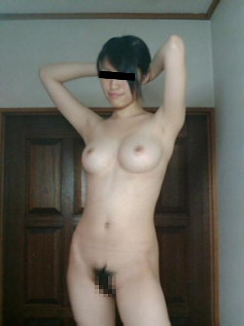 美巨乳な素人美女のプライベートヌード画像 7