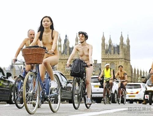 全裸自転車イベントに参加してるアジアン美女のヌード画像 9