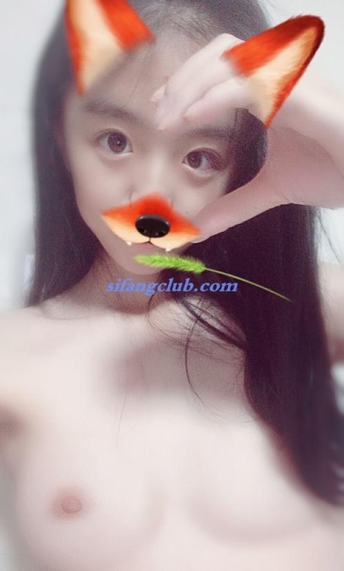 美微乳なアジアン美少女の自分撮りヌード画像 12