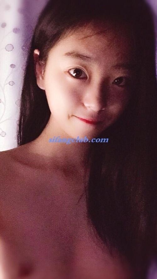 美微乳なアジアン美少女の自分撮りヌード画像 13