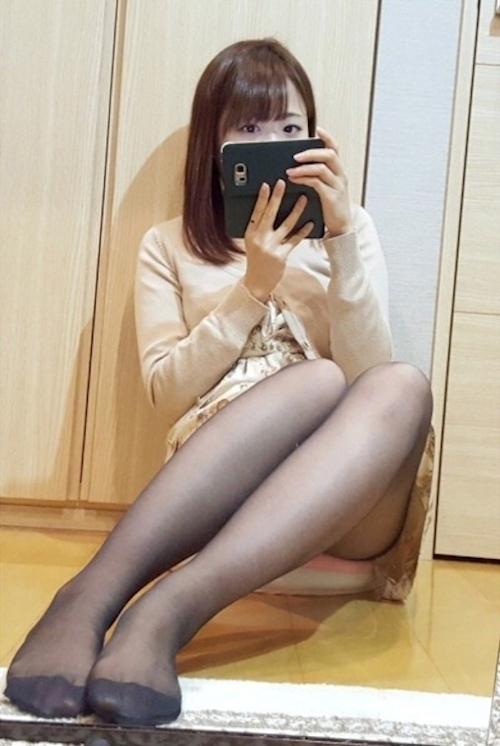 スレンダーな清楚系素人美少女の自分撮りヌード画像 1