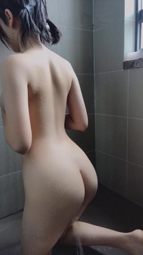 美巨乳&パイパンな素人少女のシャワー中ヌード画像 1