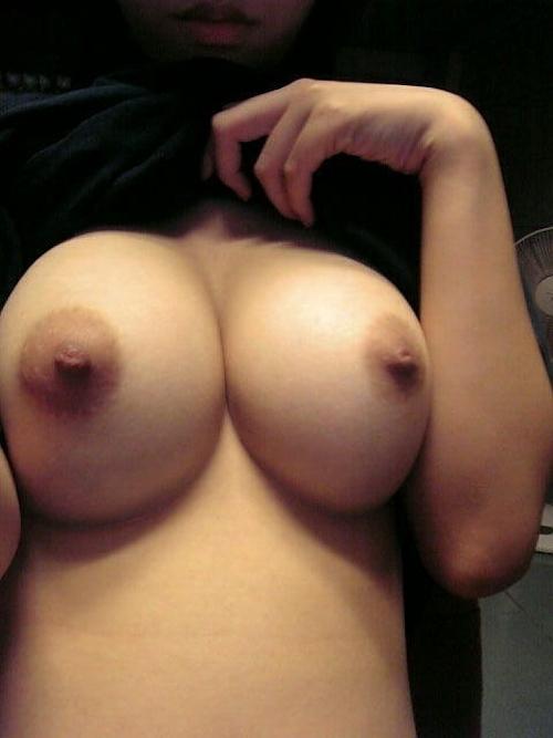 釣鐘状の美巨乳な素人女性の自分撮りおっぱい&マ○コ画像 5