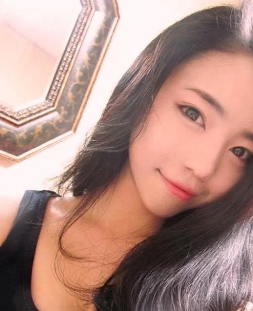 美乳な韓国美女のヌード画像 1
