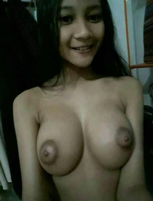 巨乳な南アジア美少女の自分撮りヌード画像 3