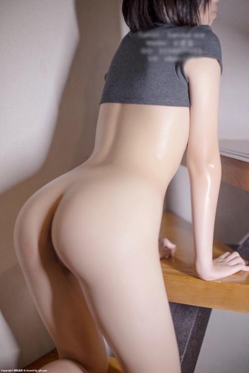 美乳&パイパンなパーフェクトボディを持つ素人女性のヌード画像 8