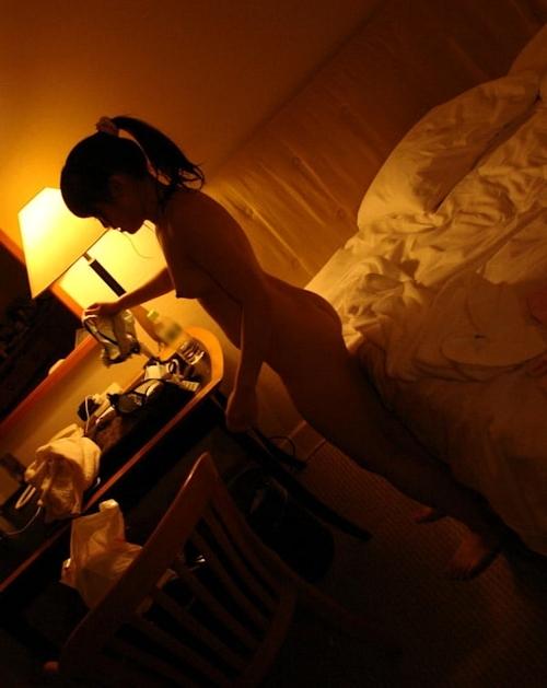 スレンダーな日本の素人美少女のヌード画像 15