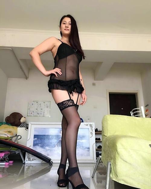 巨乳な黒髪美人妻のセクシーランジェリー&ヌード画像 3