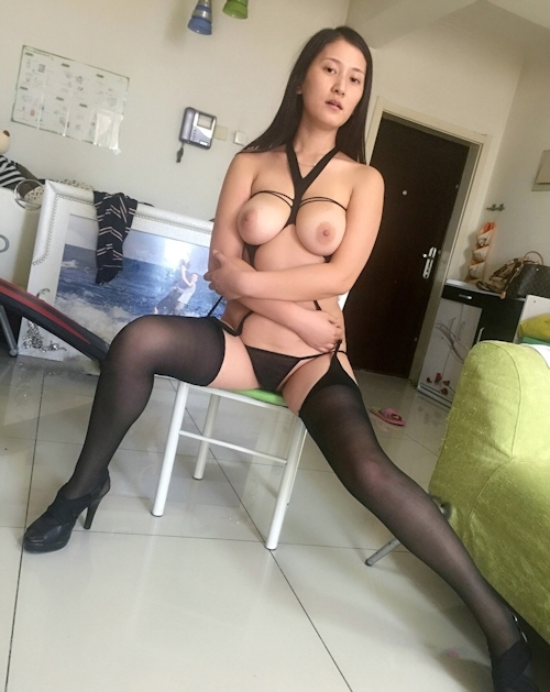 巨乳な黒髪美人妻のセクシーランジェリー&ヌード画像 8
