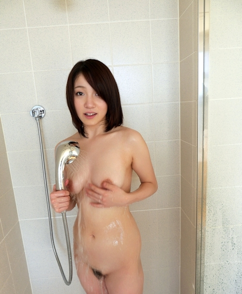 乳輪の大きな素人美女のシャワーヌード画像 7