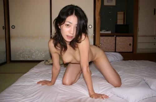 スレンダー美乳な素人美女を旅館で撮影したプライベートヌード画像 2