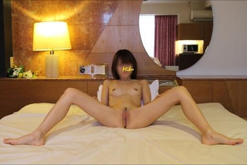 スレンダー素人女性をホテルで撮影したヌード&ハメ撮り画像 5