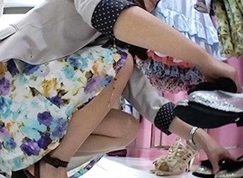 アパレルショップの美人店員のスカート内盗撮パンティ画像3 2